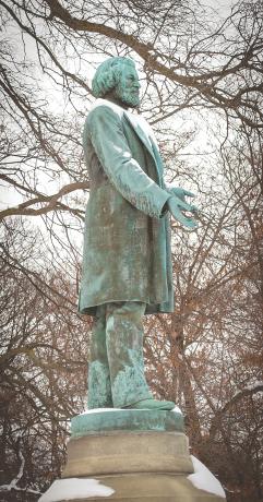 Douglass-Statue